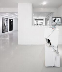"""Vue d'exposition """"Mechanical Stress"""" Galerie Eva Vautier 2016"""