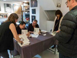 Soir de la dédicace du livre Exercices de tir en rase campagne à la galerie Eva Vautier avec Olivier Marro, François Paris et Eva Vautier